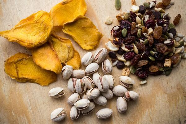 dried_fruit_nuts1_1080px