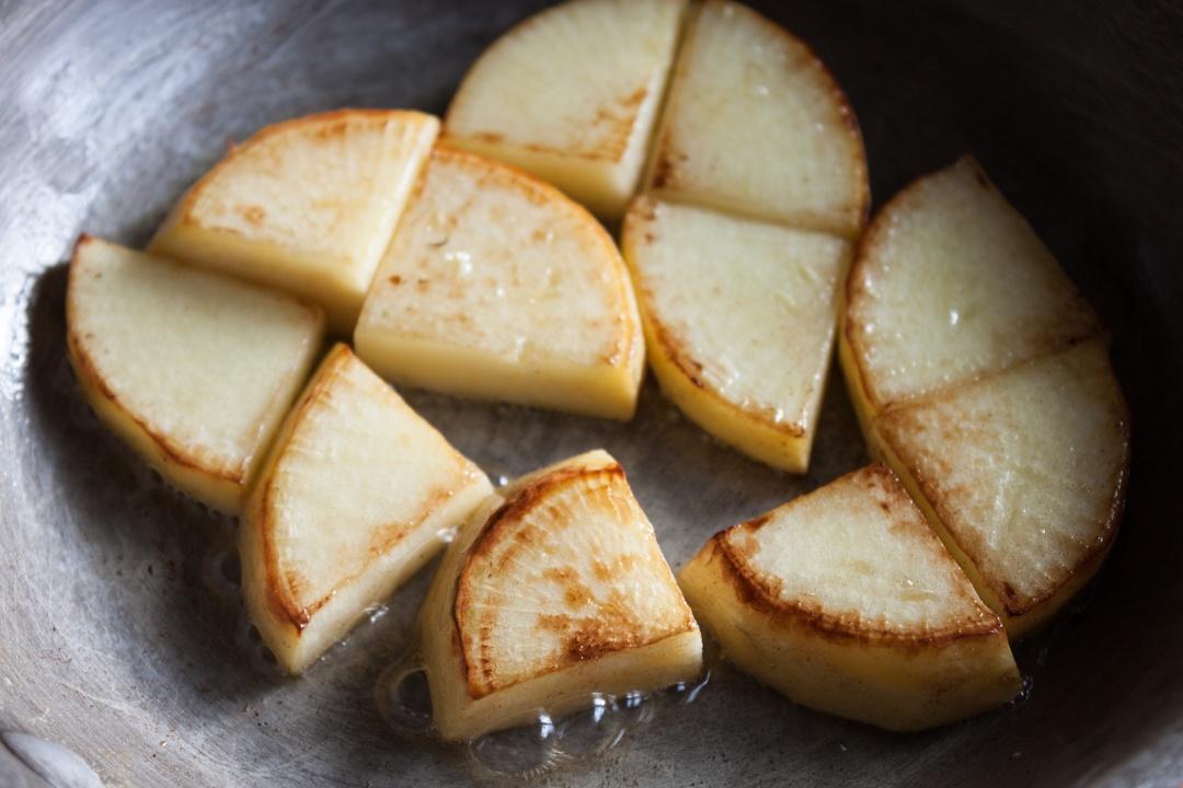 Boston Organics - Sauteeing Turnips