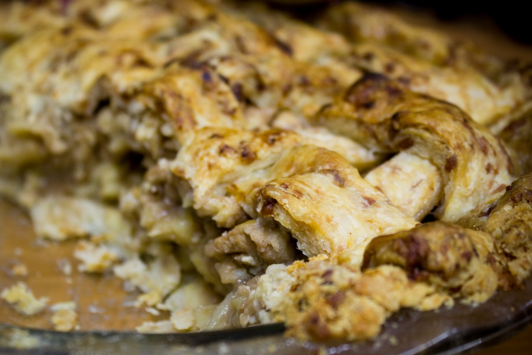 apple pie with cheddar cheese crust