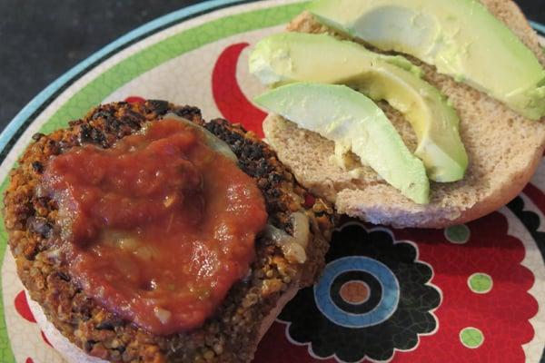 jeffs-famous-meatless-monday-quinoa-burger-sweetpotatoes1-600px