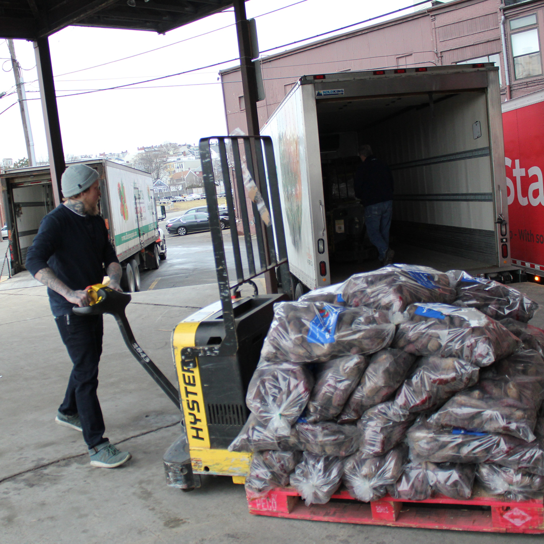 pete-loading-dock-donation-truck-1080px