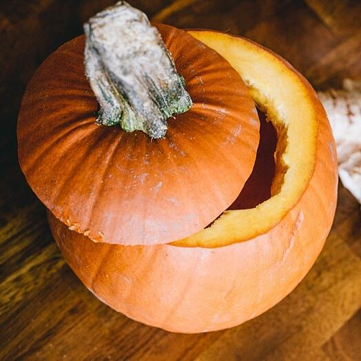 quinoa_stuffed_pumpkin_2_prep_pumpkin1_1080px
