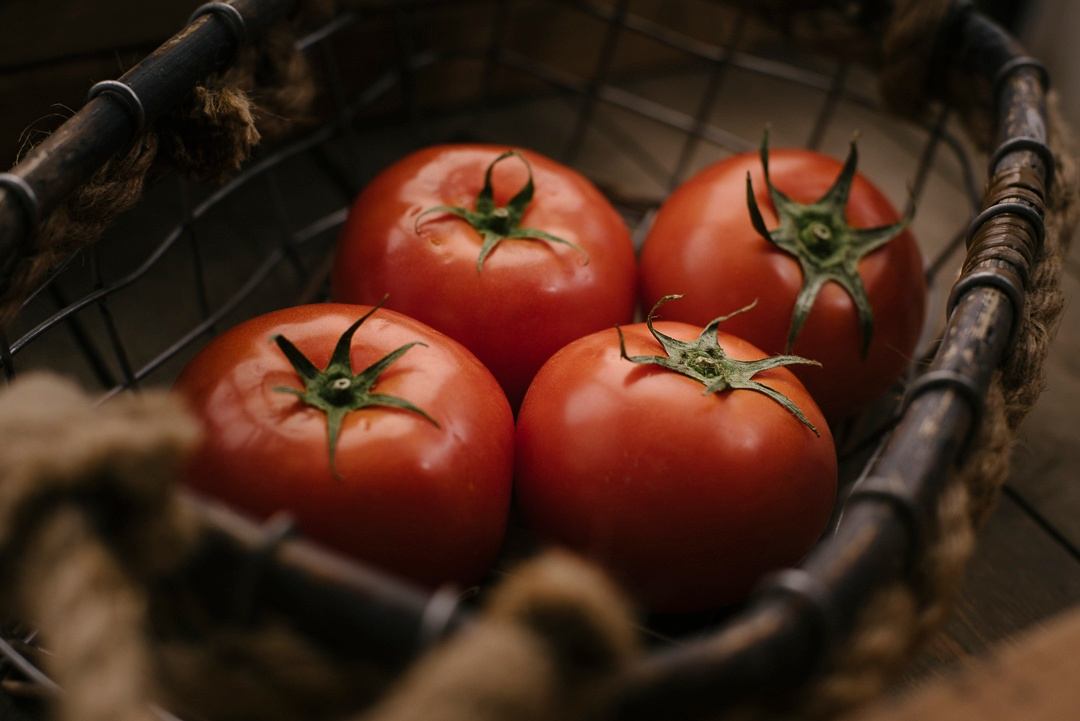 fruit_tomato_hothead_group4_1080px